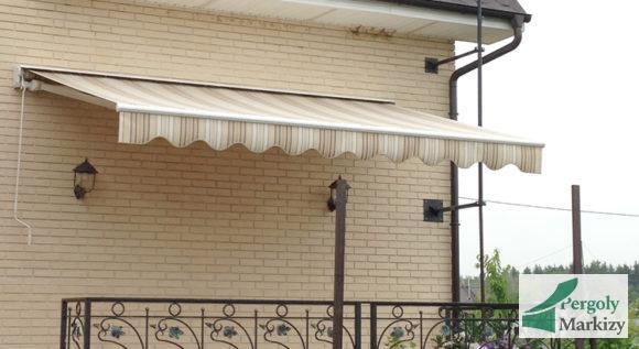 Маркиза 2020 BAT на стене загородного дома, общий вид