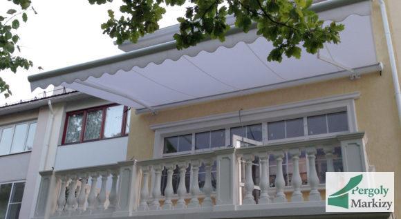 Таунхаус: маркиза MHZ Vegas над балконом