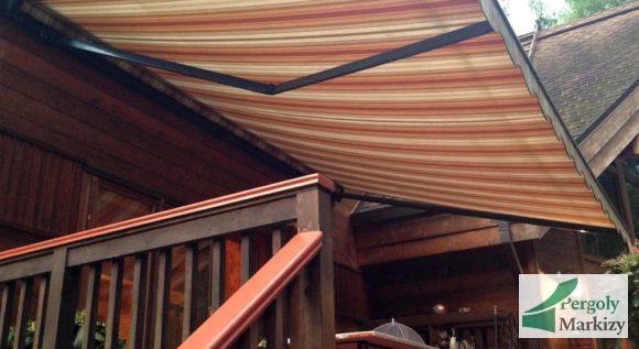 Маркиза MHZ Classic над крыльцом деревянного дома